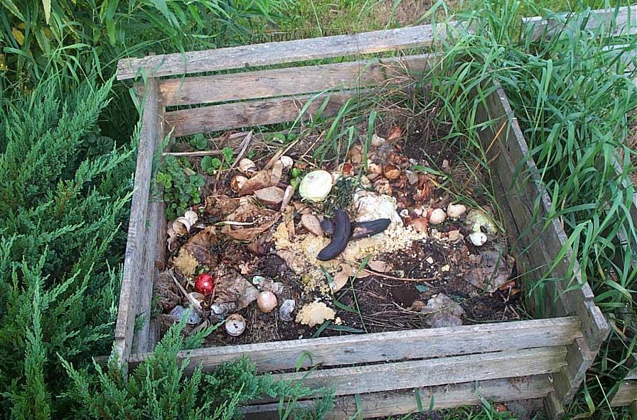 Mjesto za kompost se obično nalazi u zabačenom kraju vrta