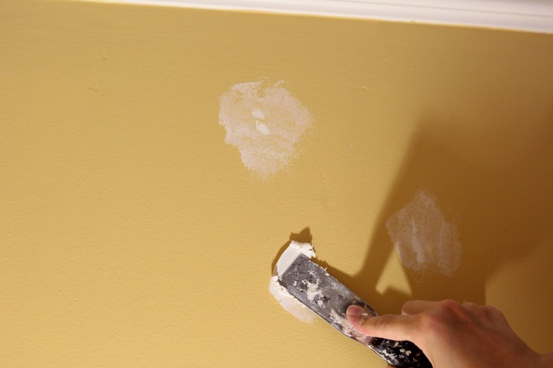 Kako zakrpiti rupe na zidu  Uredite Dom