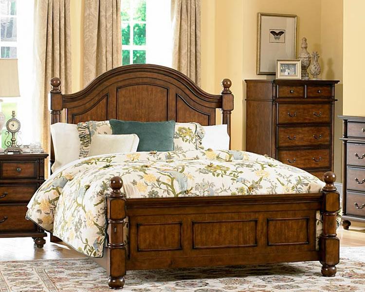 Krevet je velik i masivan, ali udoban.