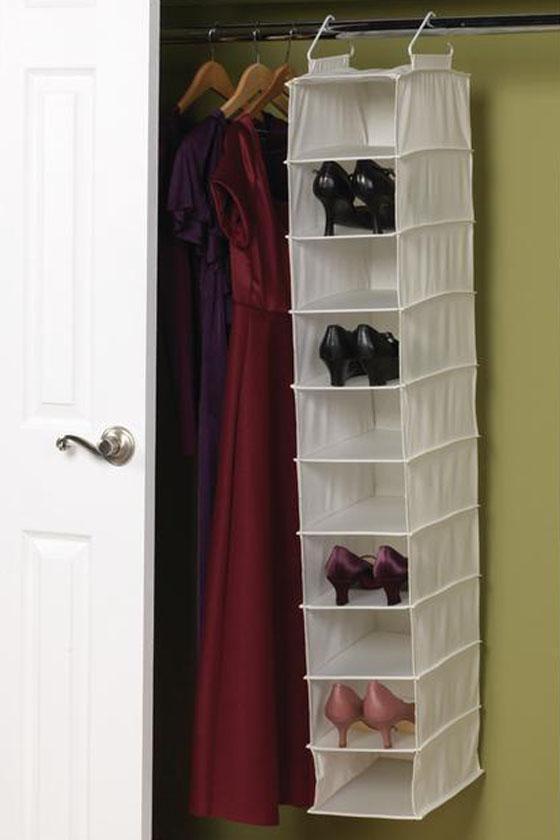 Jeftina rješenja su nekad i najbolja. Objesite organizer za cipele gdje imate slobodnog prostora.
