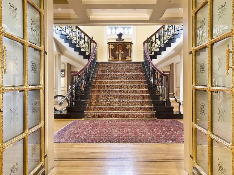 Mermerno stepenište na 41. spratu Pierre hotela.