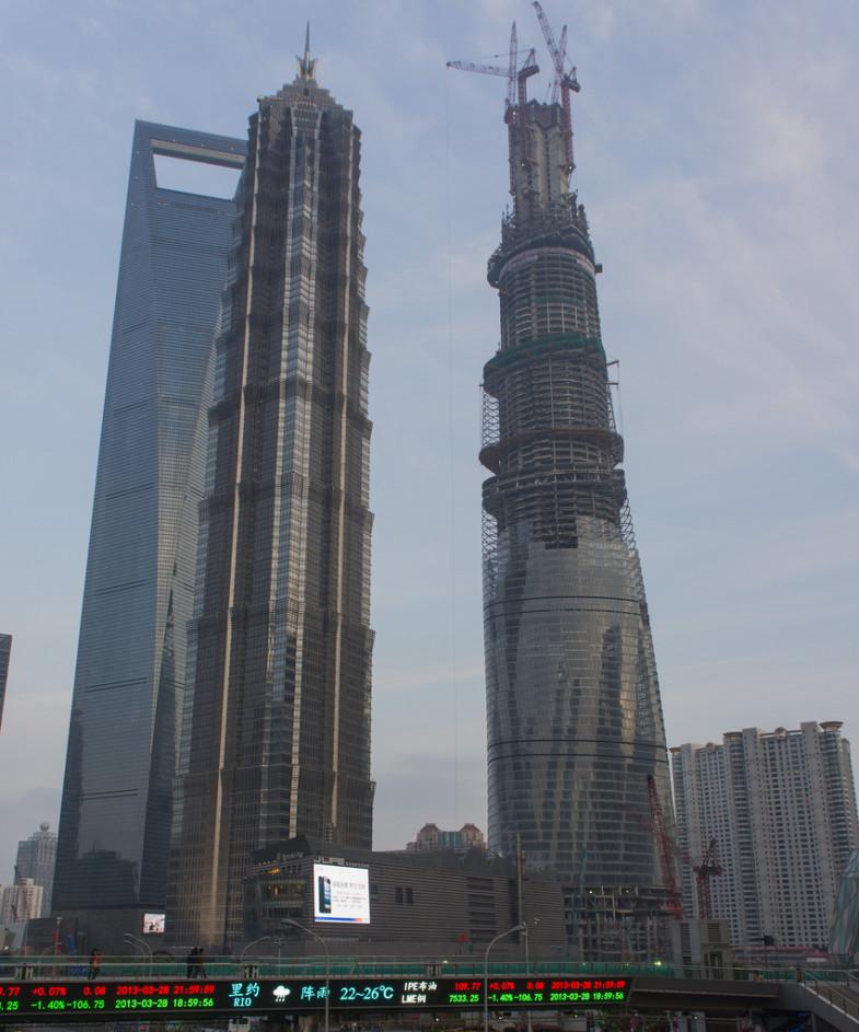 Najveća kineska zgrada postaje još viša  Uredite Dom