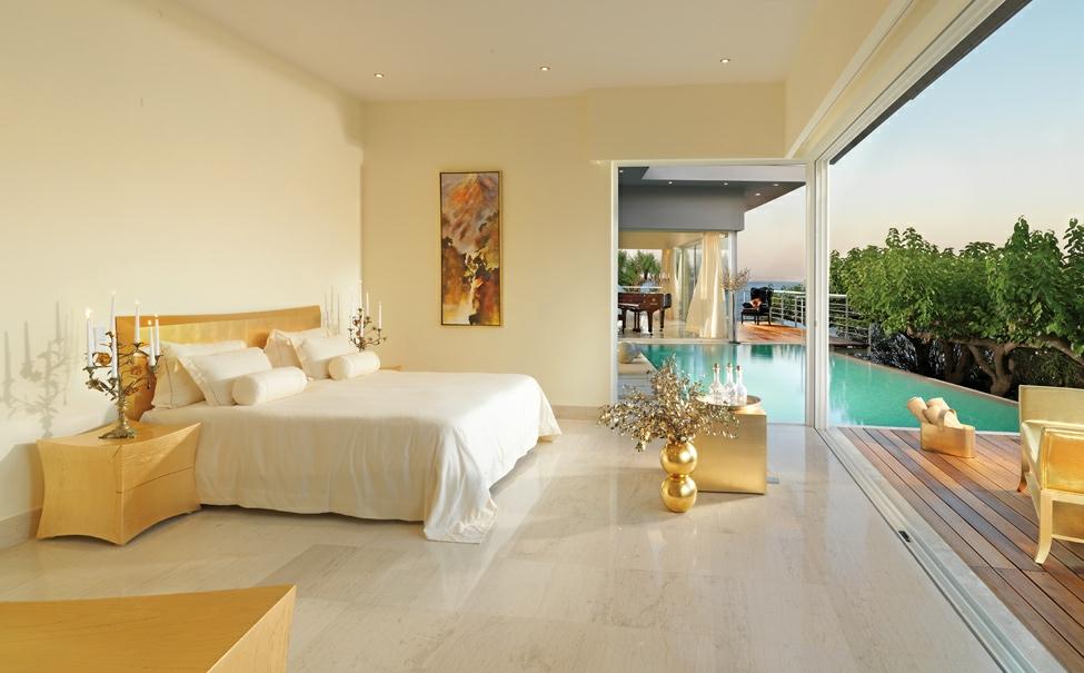 Soba pored bazena