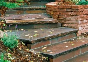Stepenice neka budu od prirodnog materijala, kako bi se uklopile u prirodno okruženje.