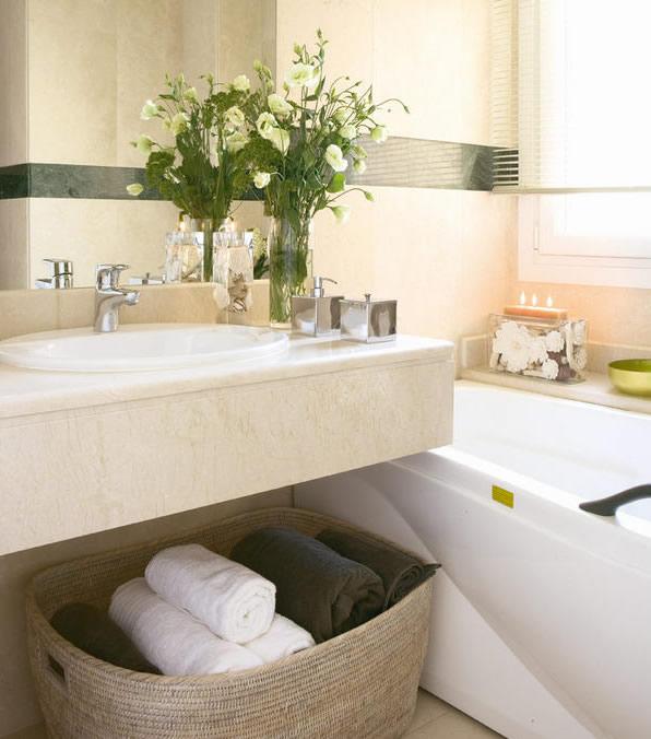 Kupatilo je dekorisano luksuznim i skupim materijalima.