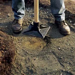 Nabijte pijesak kako bi stvorili kompaktnu površinu.