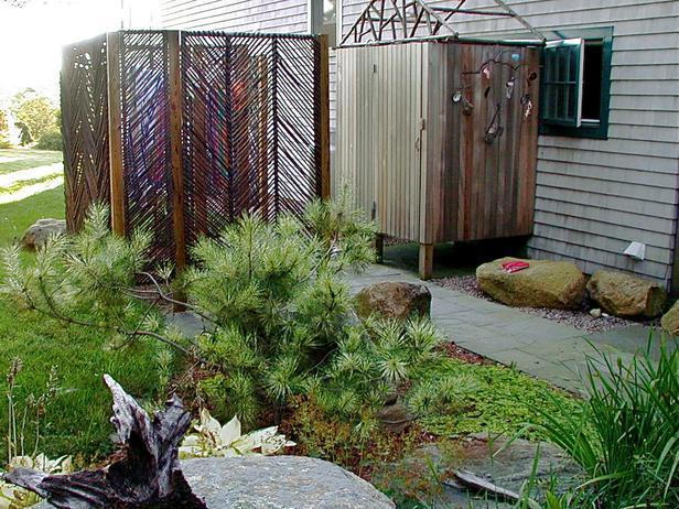 Svako dvorište mora da ima mjesto gdje ćete ostavljati alat, vršiti sitne popravke i ostavljati pokupljeno lišće.