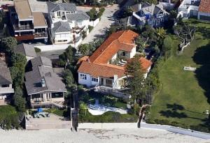 Mitt Romney pored brojnih nekretnina koje posjeduje ima i ovu malu kuću na plaži u Kaliforniji.