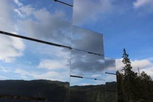 Velika ogledala slaće snop svjetla tokom duge polarne noći.