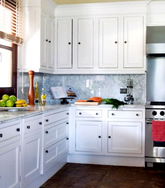 Kuhinja je klasična, rađena po mjeri