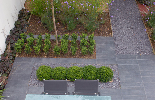 Dizajnirajte vrt koji ne zahtjeva održavanje  Uredite Dom