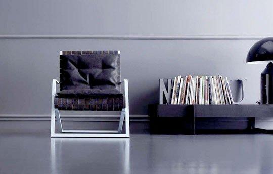 Knjige, lampa...