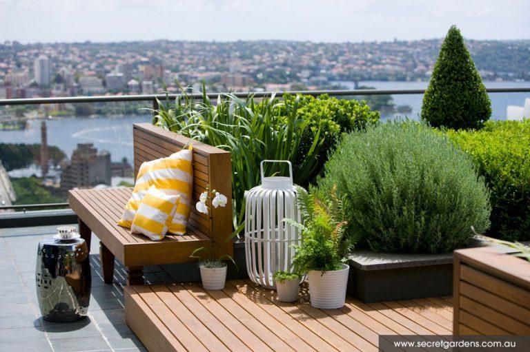 Blizu mjesta za sjedenje postavite saksije sa aromatičnim biljkama