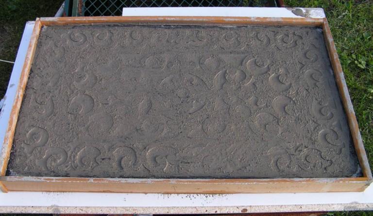 Između dva sloja betona debljine 3cm stavite željeznu armaturnu mrežu