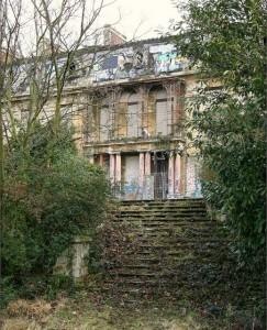 Palata Rotšilda koja prokišnjava i trune  Uredite Dom